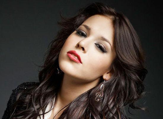 Danna Paola le arrebata papel a Selena Gomez   http://caracteres.mx/danna-paola-le-arrebata-papel-selena-gomez/?Pinterest Caracteres+Mx