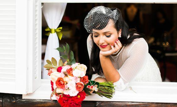 Nossa noivinhaAmanda Francelino arrasou na escolha da headpiece. Uma ótima inspiração para as nossas noivinhas que buscam elegância. O que acharam?❤️😘  #bohobrides #headpieces #instalove #boho #bohochic #bohostyle #weddinginspiration #mercedesalzueta  #headpieces #bridalheadpieces #acessoriosparacabelo #acessoriosparanoivas #wedding #casamento #bride #noiva #love #noivareal