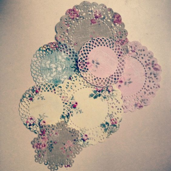 Beautiful floral paper doilies <3