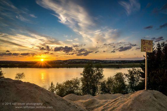 https://flic.kr/p/xD4JKN | Sonnenuntergang am Riedsee | Sonnenuntergang am Riedsee aufgenommen vom großen Sandhaufen.