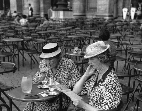 Two American Tourists, Venice, 1950 (Ruth Orkin)