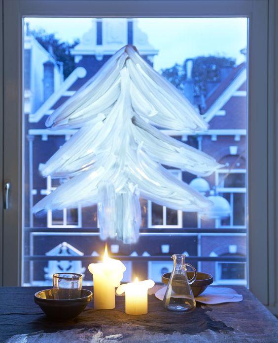 Geverfde kerstboom op het raam | Styling Fietje Bruijn | Fotografie Dennis Brandsma | vtwonen december 2013