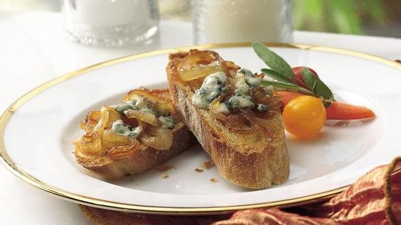 Crunchy baguette slices are topped with robust Gorgonzola and sweet caramelized onions.   Or use topping on thinly sliced grilled sirloin