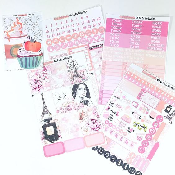 Idk why I always have a thing for #paris themed kits. I can't resist! Loving this one from @itsjustpaperco.
