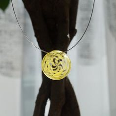 Collier avec bijoux en verre couleur jaune