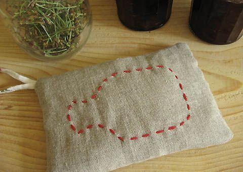Bouillotte aux noyaux cerises sur www.espritcabane.com