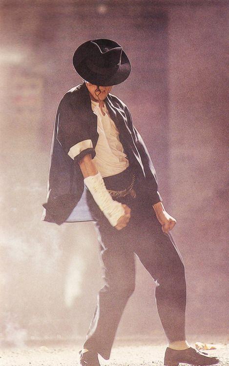 Michael Jackson- Black Or White black panther dance! Amazing! <3