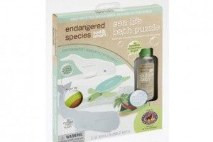 Endangered Species bath sets--includes eco-friendly foam 3D toys and hypo-allergenic bath soap. Proceeds help Defenders of Wildlife. @BabyCenter #earthfriendlybabyproducts #bathtoys #toddlergear #green