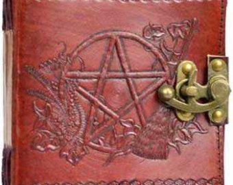 Ähnliche Artikel wie 400/800 Seite Leder Hamsa Hand Zauber Buch Grimoire Buch der Schatten Journal Tagebuch Schloss und Schlüssel Verriegelung mit Metall-Scharniere auf Etsy