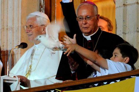 """En """"El mundo"""" de España:  El papa Benedicto XVI se reúne con las víctimas del narcotráfico pero no con las de abuso sexual:  http://www.elmundo.es/america/2012/03/25/mexico/1332657410.html"""