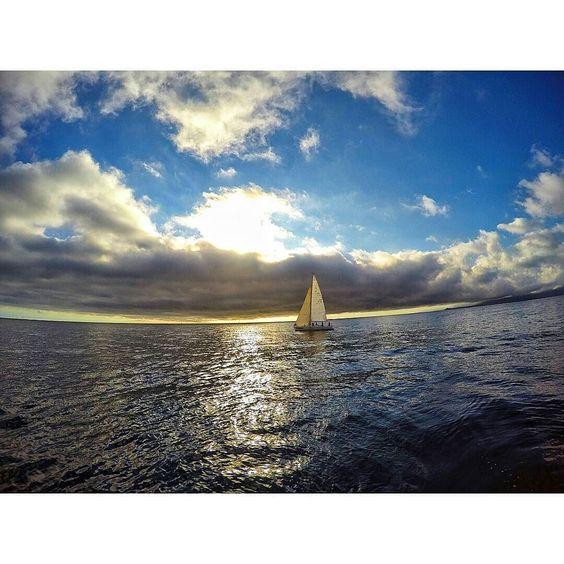 Es increible ver como se va el día navegando  #instavalpo #instachile #intalike #Gopro #likesforlikes #chilegram #Photooftheday #Bestoftheday #sailing #sailboat #algarrobo #followme by cristiiann11