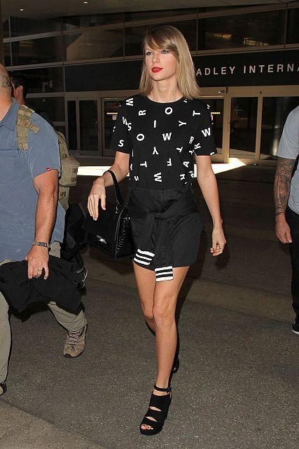 Women travel outfit ideas, tips, style advice guide, shop sweater, t-shirt Asos, Cameron Diaz, Alessandra Ambrosio, Taylor Swift fashion