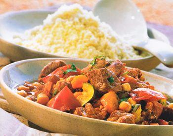 Lammfleisch aus dem Orient, lecker und gesund …100 g Kichererbsen (Trocken), 1 kg mageres Lammfleisch, 2 Karotten, 2 Zwiebeln, 1 Zehe Knoblauch, 3 EL Olivenöl, 1 EL Tomatenmark, 1,5 l Fleischb…