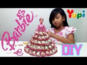 Mainan Barbie Membuat Baju Barbie Dari Permen Yupi Let S Play Jessica Youtube Candy Bouquet Diy Candy Crafts Yarn Crafts For Kids
