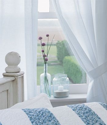 White Curtains + vase + flower = simple