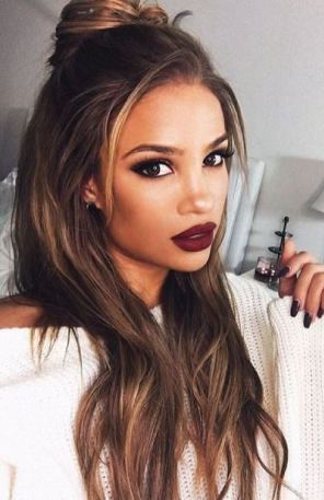 This dark lip looks so good with her hair!: