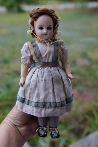Lovely-Antique-9-BELTON-Bisque-Head-DOLL-Blue-Glass-Eyes-All-Original-Cothes