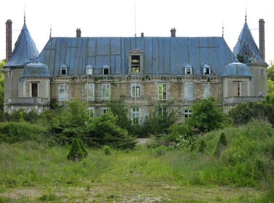 le ch teau abandonn entre le chateau du duc d epernon qui meurt tout doucement abandonne. Black Bedroom Furniture Sets. Home Design Ideas