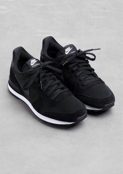 Nice pair.. @msannafarrell  Sneaks. @thecoveteur