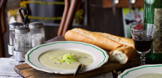 Vichyssoise (kalte Kartoffel-Porree-Suppe)