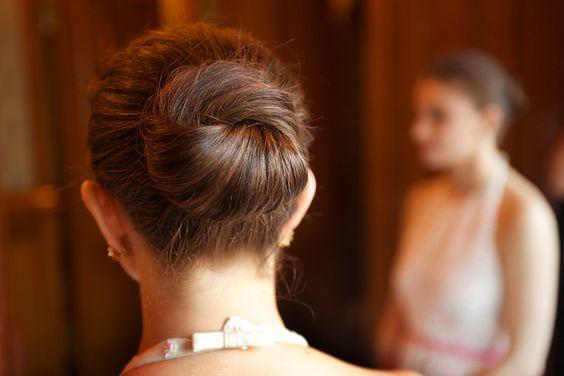 知っておきたい「結婚式のお呼ばれマナー」髪型を決めるときのポイント で紹介している画像