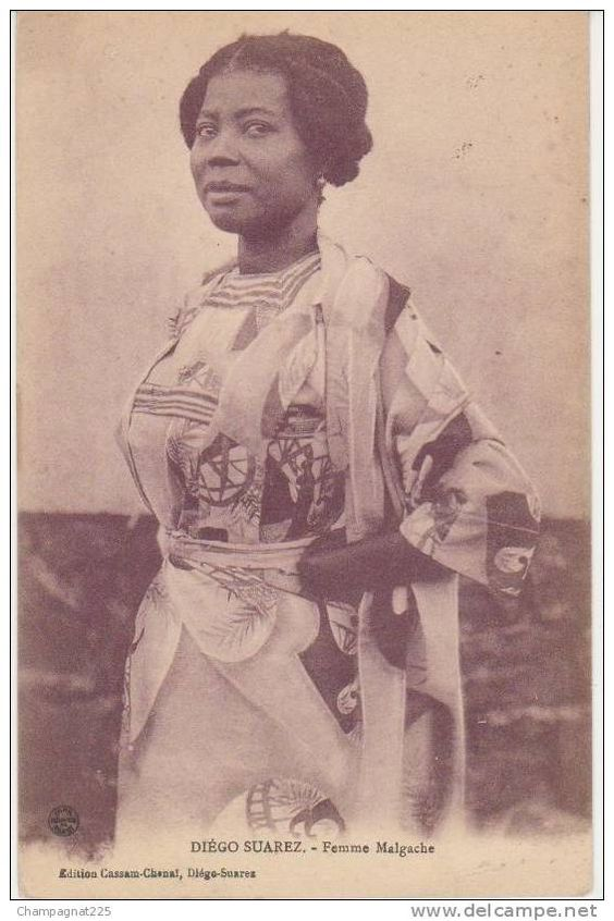 CPA MADAGASCAR Diégo Suarez Femme Malgache Coiffure Costume: