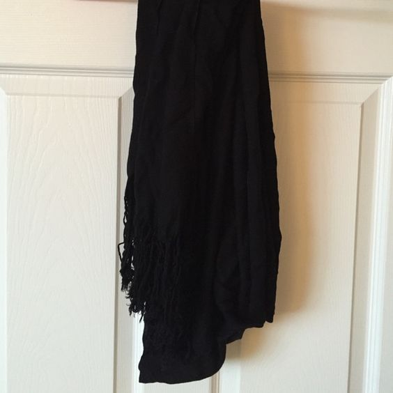 Do not wear Black scarf, frayed at the end. Very soft Accessories Scarves & Wraps