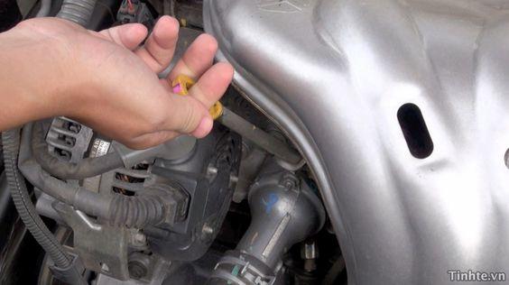 Kiểm tra dầu nhớt cho xe