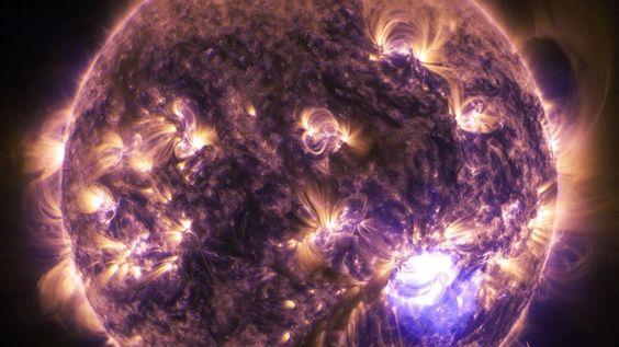 Cette éruption solaire est l'un des plus importants phénomènes du genre jamais enregistrés jusqu'à aujourd'hui. Il a même légèrement perturbé les communications radio sur Terre.