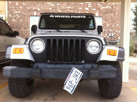 Black bed line painted Jeep grill!!!