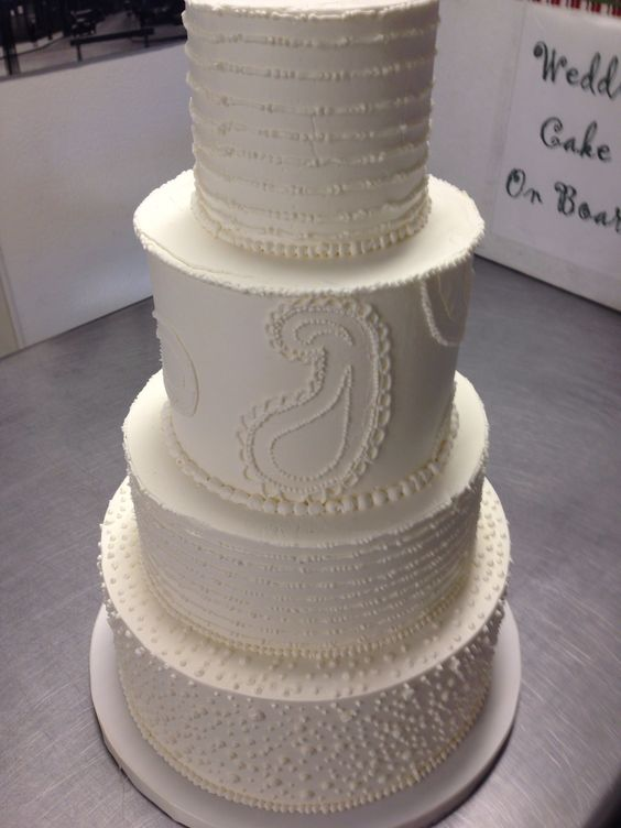 Line Texture Cake : All hand piped butter cream cake with dots paisley and