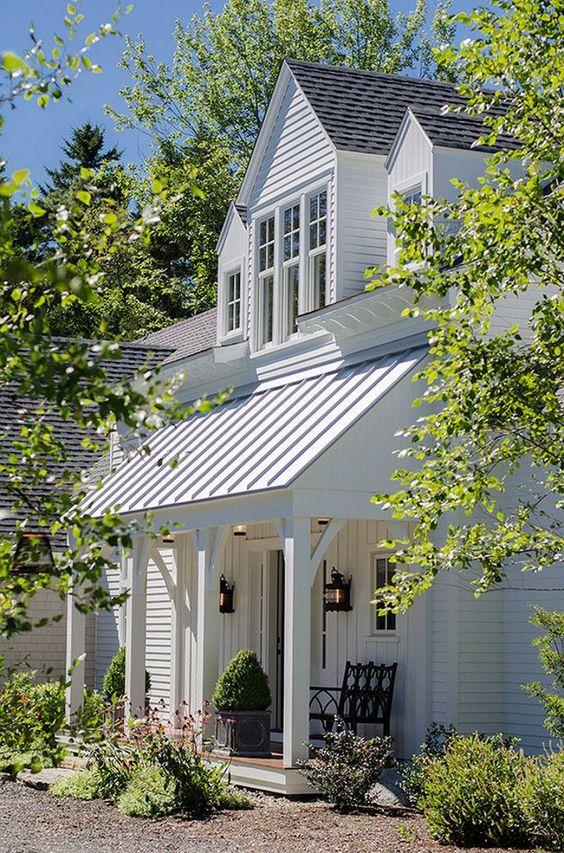 Maine beach house with classic coastal interiors houses for Classic beach house interiors