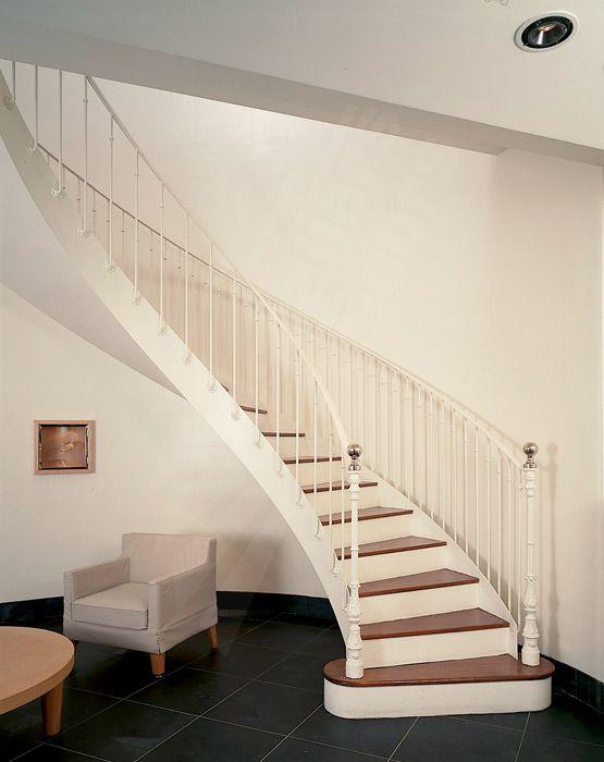 soulignant les spirales de cet escalier r 233 tro magistral res 224 l ancienne ave re et cage