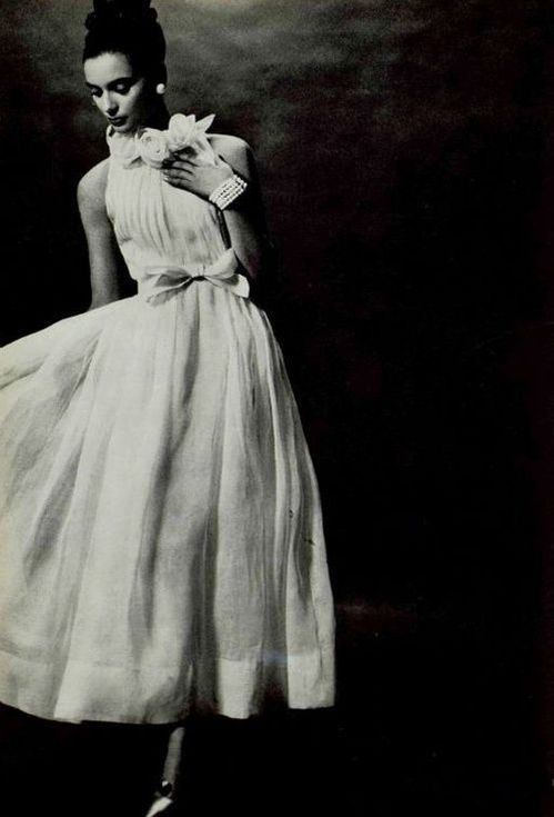 Robe de mariée haute couture Christian Dior en 1963 http://www.vogue.fr/mariage/inspirations/diaporama/robes-de-marie-vintage-vues-sur-pinterest-dior-ysl-balenciaga-pierre-cardin-birkin-bardot/22344#robe-de-marie-haute-couture-christian-dior-en-1963