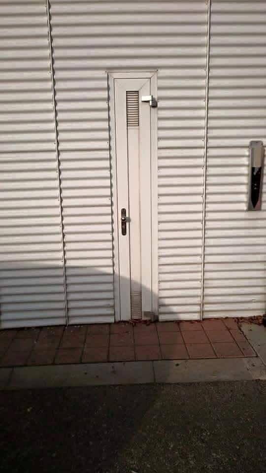 Diese Seitentür: