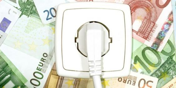 """Nosotros """"la mayor estafa del siglo"""". Las eléctricas nos cobran 3.400 millones de euros de más y nuestros gobernantes ni pestañean. STOP #ElectroTongo y pídele a la Fiscalía que actúe."""