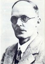Hans Geiger (1882–1945) studierte Mathematik und Physik an der Friedrich-Alexander-Universität. Nach seiner Promotion 1906 in Erlangen begann er  seine Forschungen auf dem Gebiet der Radioaktivität und Atomphysik. u seinen bekanntesten Erfindungen gehört das Geiger-Müller-Zählrohr, der sogenannte Geigerzähler, zur Messung von Radioaktivität und Energie.