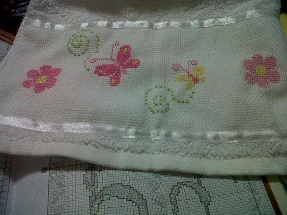 Toallas y toallones bordados para bebes y ba os punto de cruz pinterest - Cenefas punto de cruz para toallas de bano ...