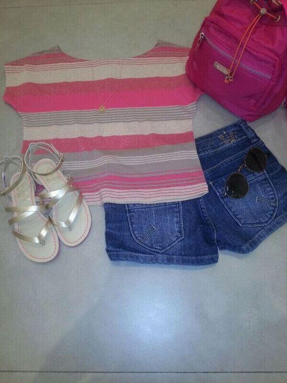 Camiseta, short e rasteirinha. Combinação infalível! #BisiTeen #Teen #Short #Style