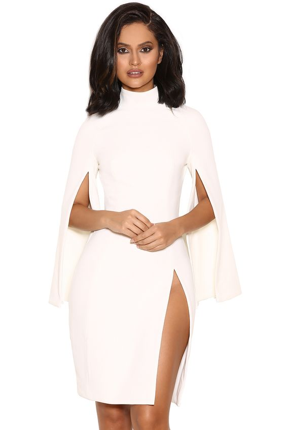 'Kristiana' Robe blanche en crêpe avec des manches ouvertes