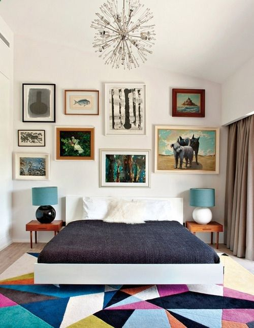 amazing rug, art, chandelier: midcentury modern: vintageluxe:  elle decor espana