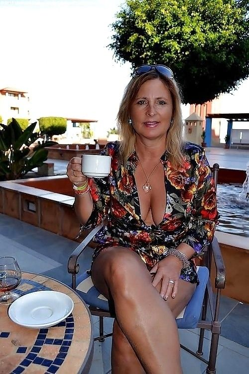 Drinks Then Sex With Mature Moms 32