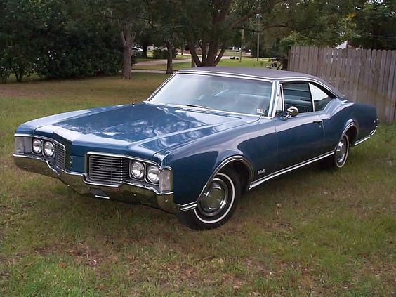 1968 Oldsmobile Delta 88 Holiday Coupe