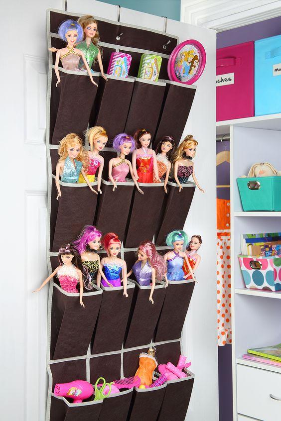 Una forma original de organizar las muñecas de tus hijas.