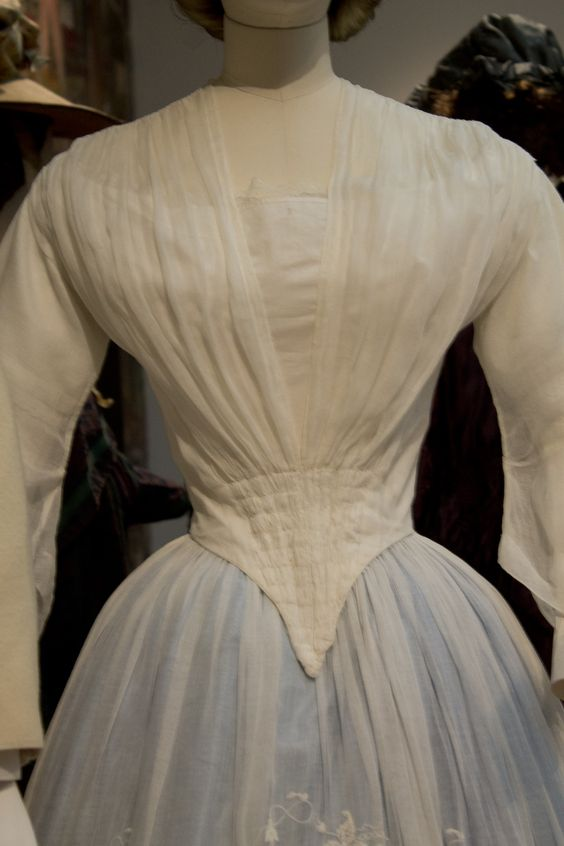 Gemeentemuseum the Hague exhibition on 19th century fashion - Victorian Dress bodice detail