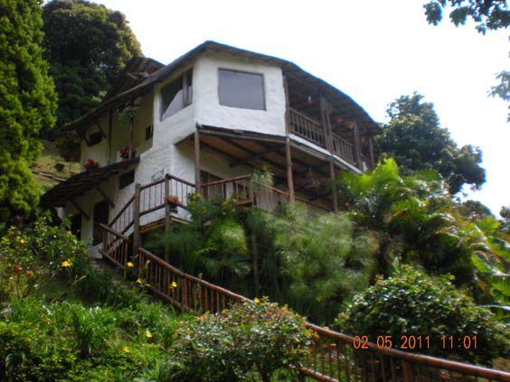 Chalet en Dapa, Cali- Colombia, construido en guadua, piedra, madera, está para la venta