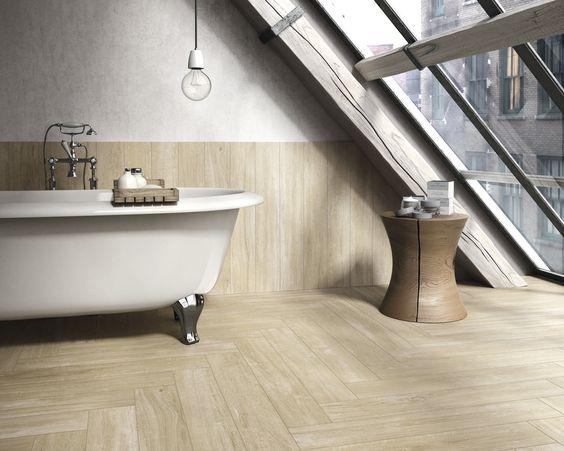 Vill du ha trägolv även i badrummet? Då kan du använda dig av klinkerplattor med träoptik.