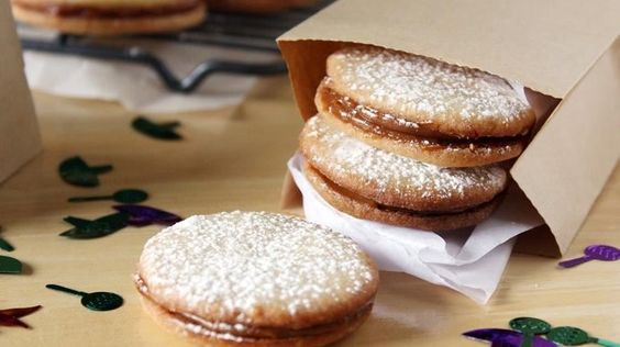 These sweet sandwich cookies, made easy with Betty Crocker sugar cookie mix, feature the creamy goodness of dulce de leche.