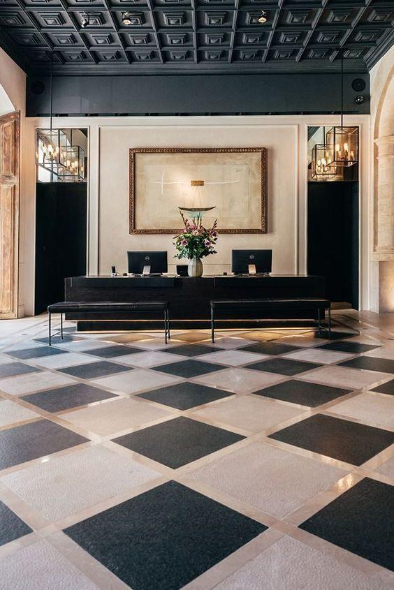 1 этаж. Холл и ресепшн гостиницы