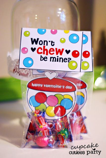 Cute valentine....although I don't like my kids getting sugary gum, we can give it :)